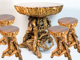 Стол и 4 стула (размеры: 70х70х67 см, материал: дерево)