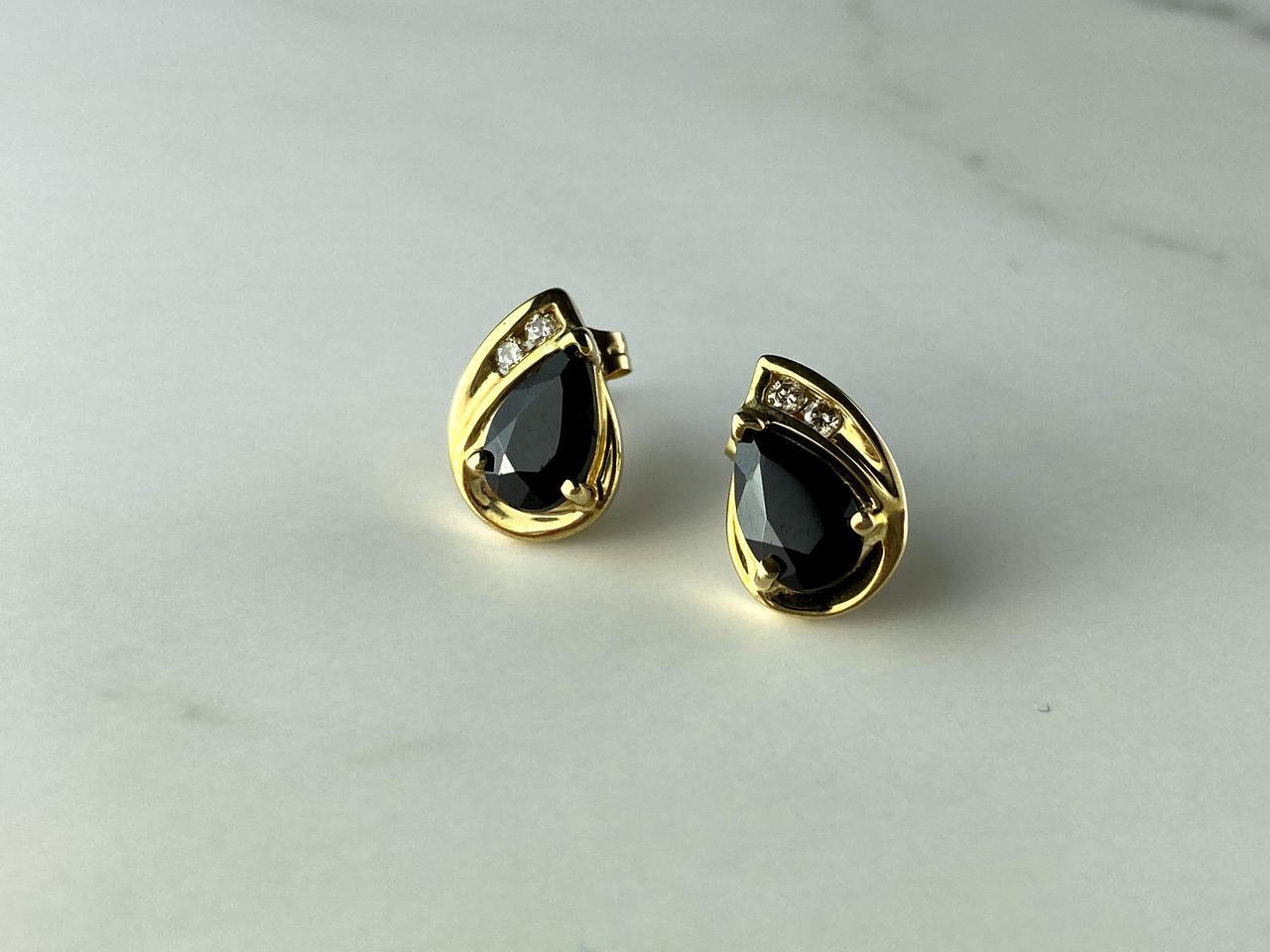 Золотые Серьги-гвоздики с камнями Шпинель и Белый Топаз
