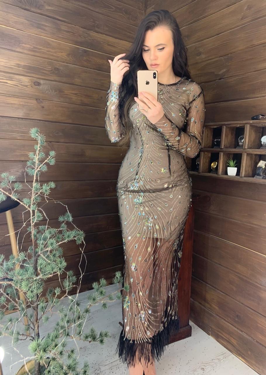 Длинное платье из сетки с блестками и с отделкой из перьев vN6356