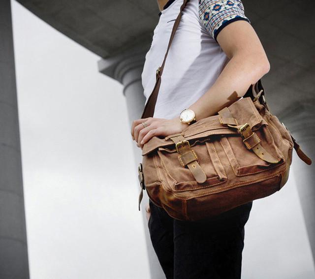 Мужчина с сумкой Augur