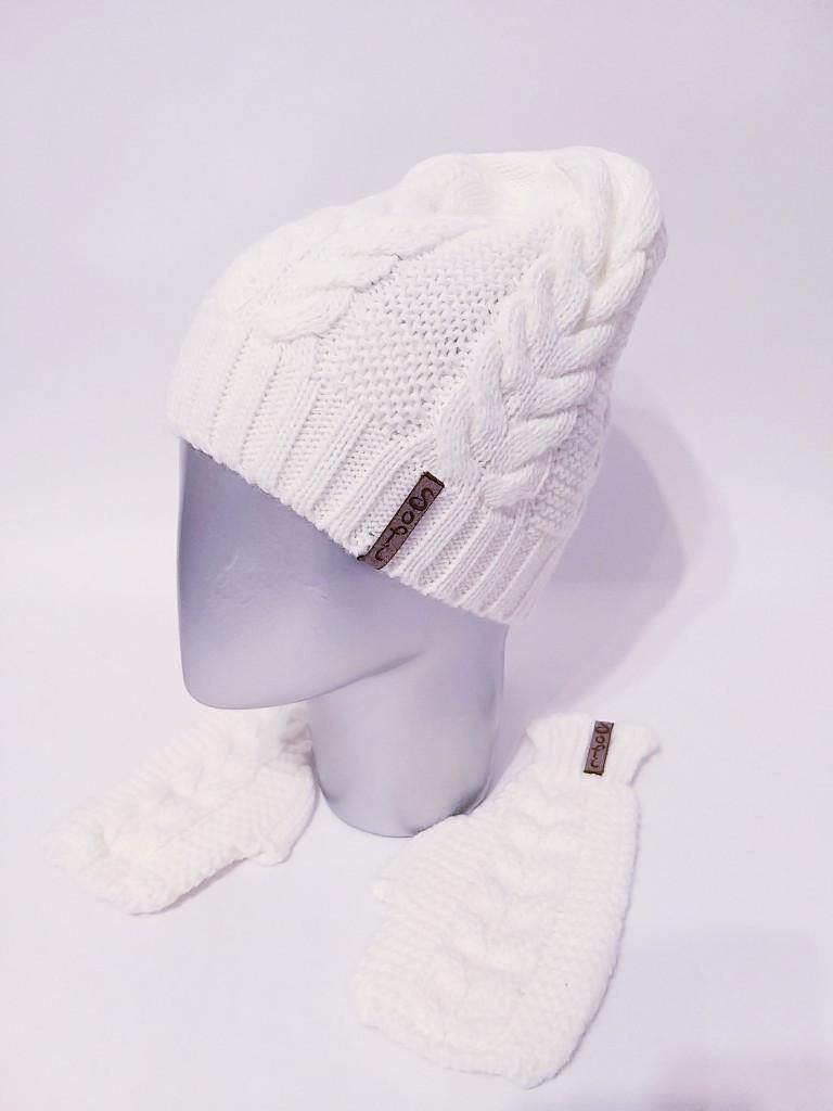 Женский вязаный набор шапка на флисе и митенки vN6476