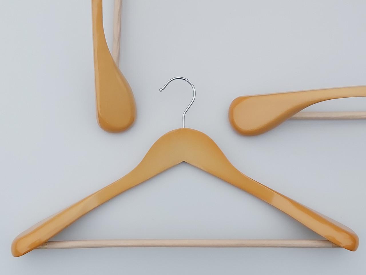 Плечики вешалки  деревянные светлые широкие с антискользяшей перекладиной, длина 45 см