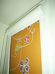 Уни-створка, закрытая система (кассетная) рулонных штор с П-образными направляющими. Ткань Цветы. Каталог №3