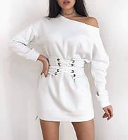Асимметричное платье на флисе теплое с открытым плечом и корсетом