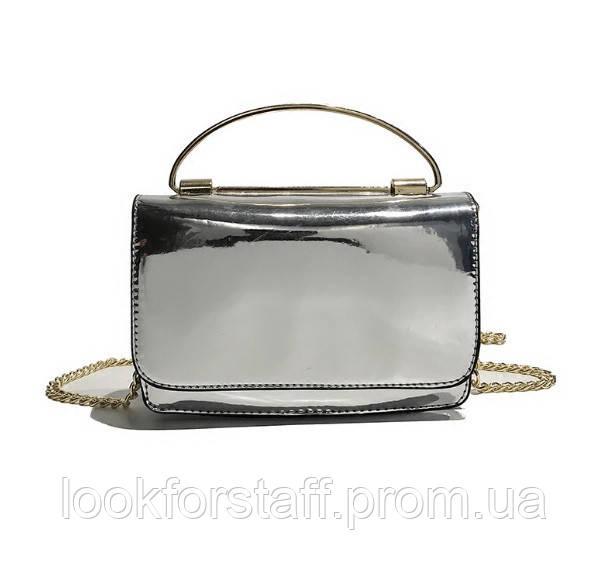 Элегантная серебристая лаковая сумка
