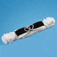 Подвязка на ногу невесты в белых тонах с черным бантиком (арт. 0756-3)