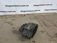 Подушка двигуна Volksvagen Passat B7 3C0 199 555