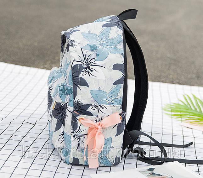 Рюкзак светлый с цветами среднего размера