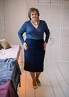 Силуэтное платье синего цвета на запах