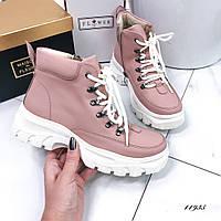 Ботинки пудровые кожаные на шнуровке и белой подошве