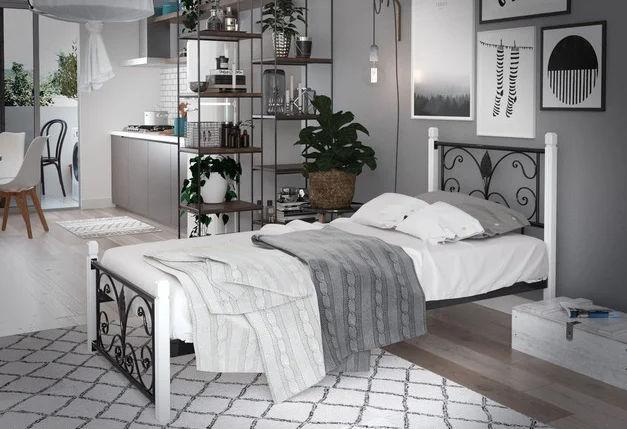 Металлическая кровать Крокус мини на деревянных ногах