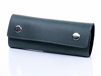 Длинная зеленая кожаная ключница с креплением на карабине
