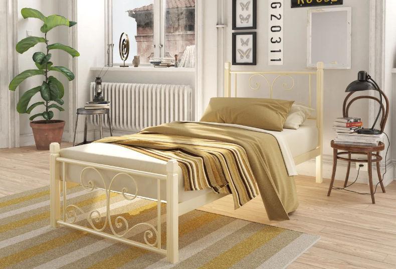 Металлическая кровать Нарцисс мини на деревянных ногах