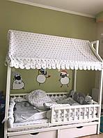 Деревянная кроватка Домик с вертикальным бортиком и ящиками, фото 1