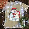 Мужская футболка с принтом - Снеговики с цветочком