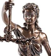 Статуэтки Фемиды, богини правосудия