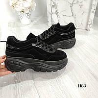 Женские замшевые кроссовки на платформе черные