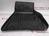 Зап. части для авто Tesla. Коврик напольный резиновый 1-го ряда сидений правый Tesla model S REST 1047686-00-Y