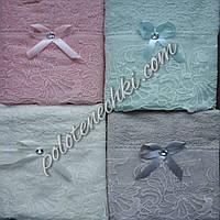 Махровое лицевое полотенце Кружево с камешком