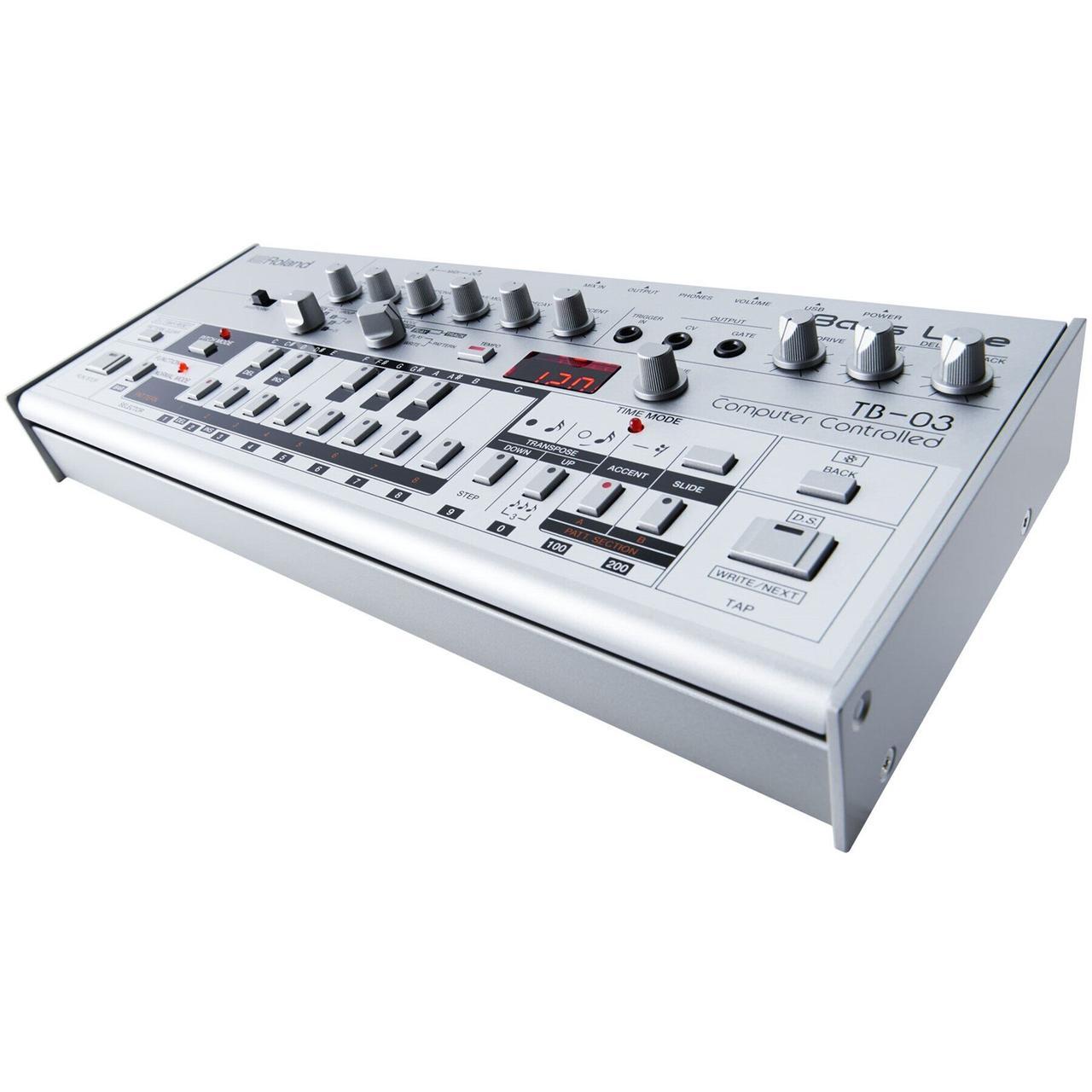 Бас-синтезатор Roland TB-03