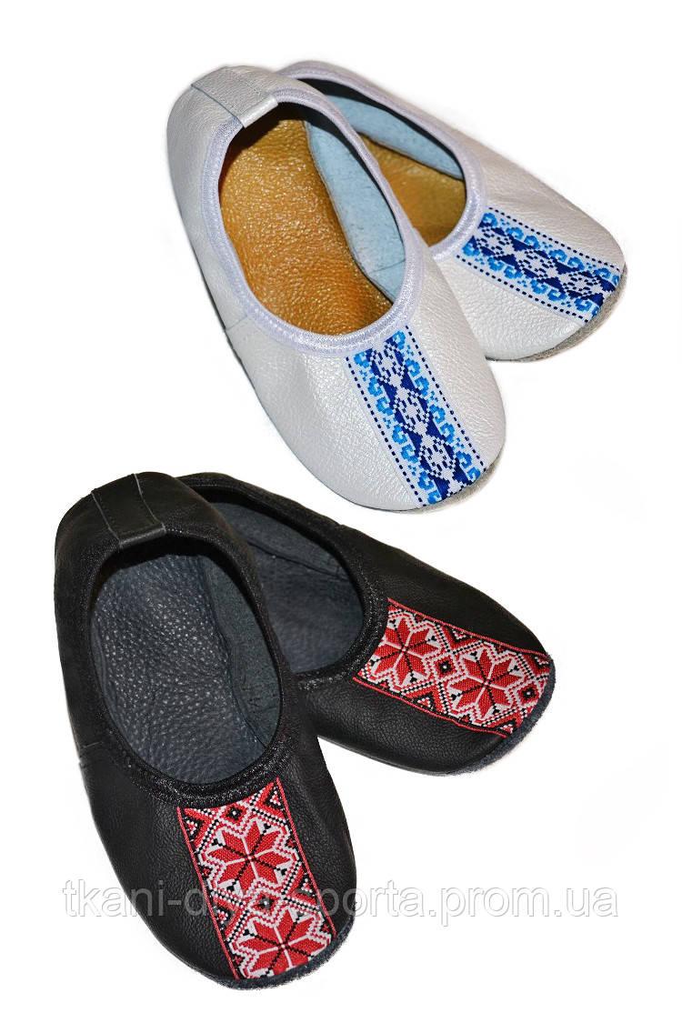 Чешки кожаные  в украинском стиле черные / белые