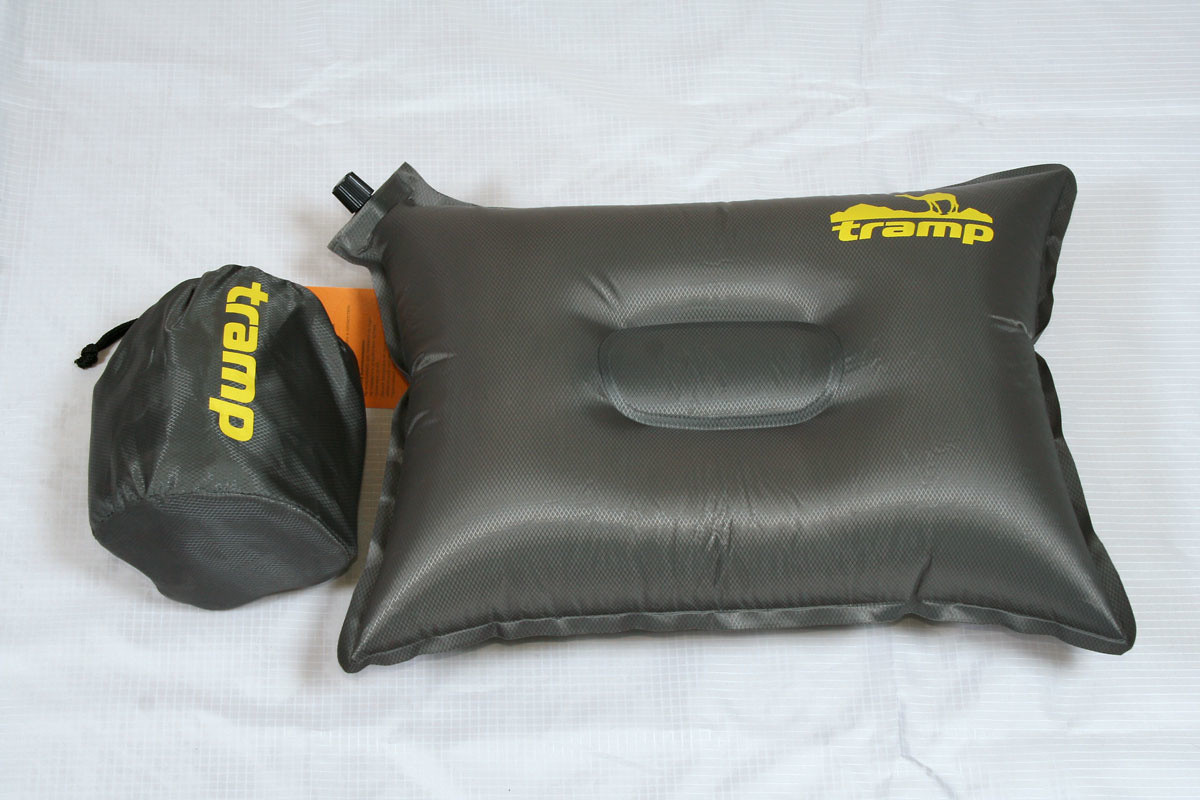 Подушка самонадувающийся Tramp TRI-008. Подушка дорожная. Подушка туристическая.