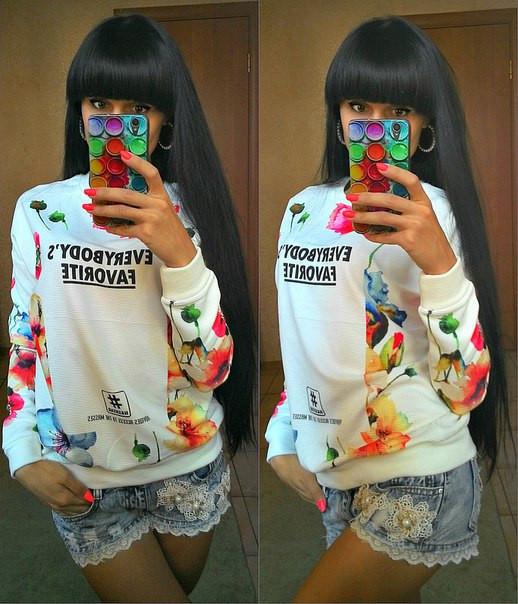 Укороченный свитер для девушки с цветами