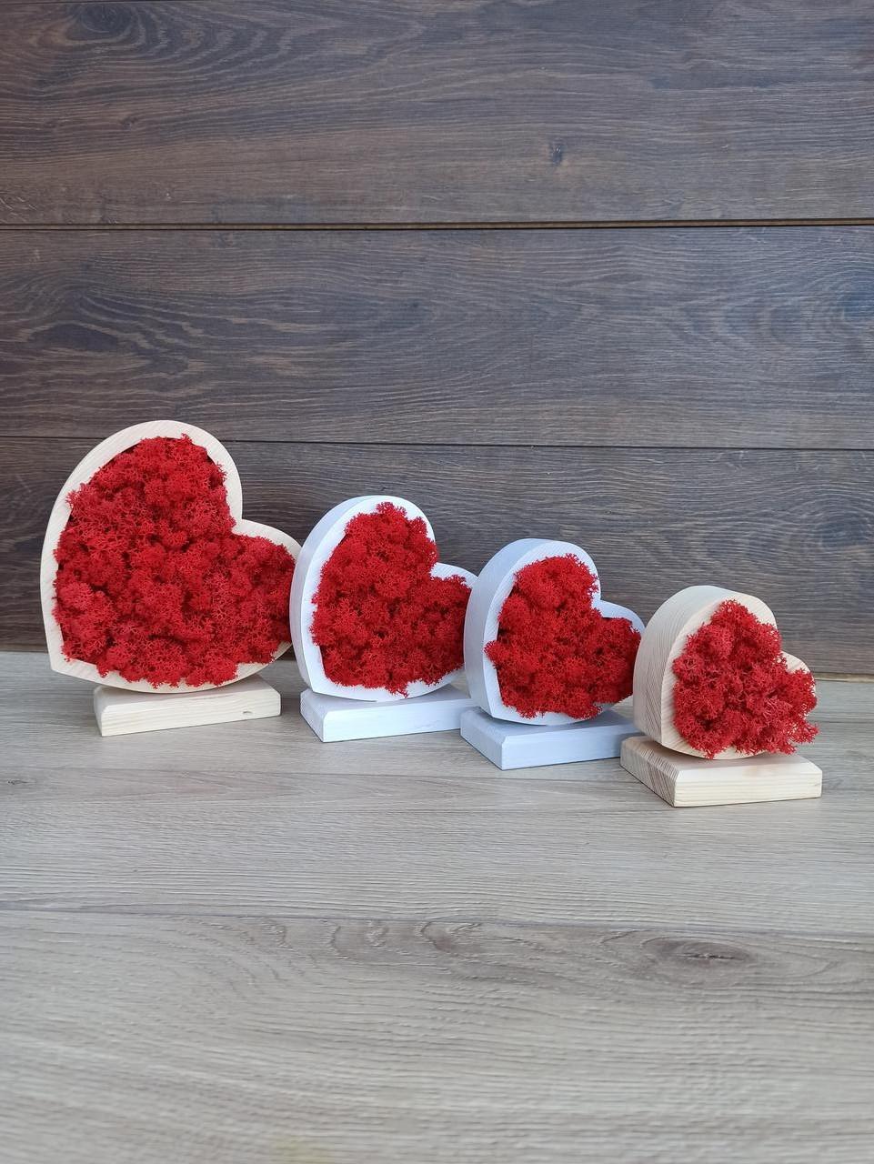 Декоративне серце з червоним мохом - декор чи/або подарунок до дня святого Валентина