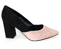 Замшевые закрытые туфли на устойчивом каблуке пудра и черные, фото 1