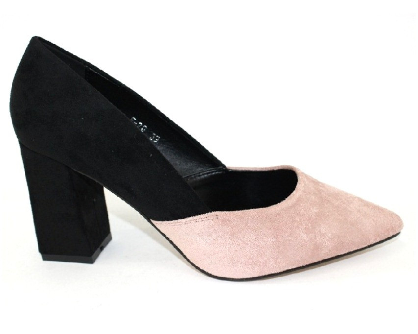 Замшевые закрытые туфли на устойчивом каблуке пудра и черные