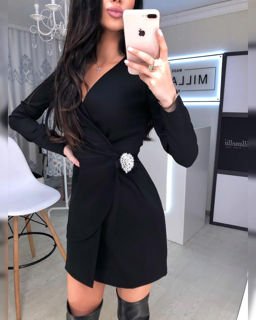 Женское стильное черное платье на запах, брошь идет в комплекте