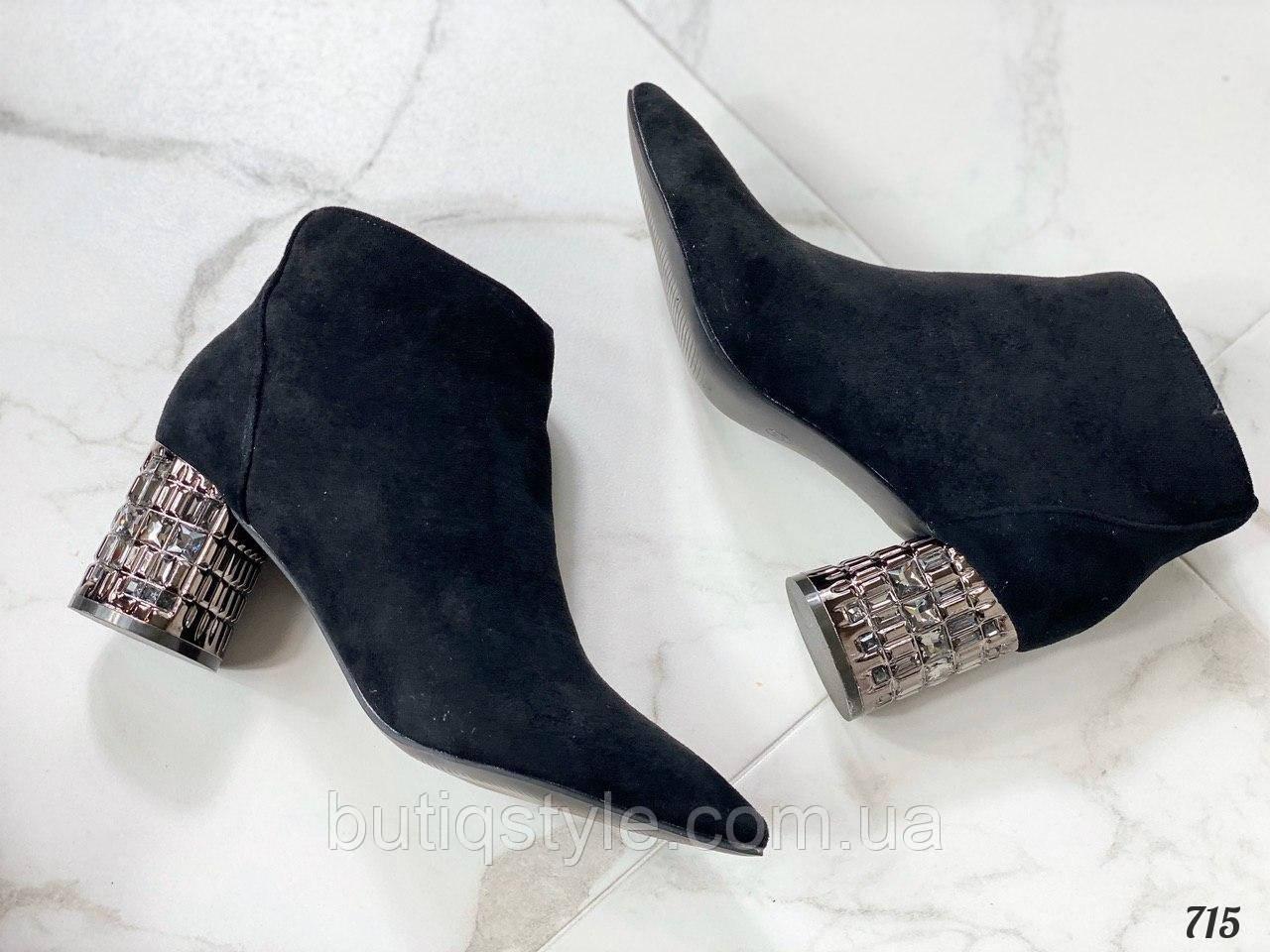 Женские черные ботильоны эко-замша на среднем каблуке Деми