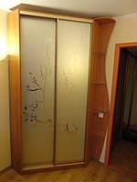 Шкаф-купе с рисунком дерева
