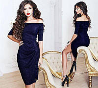 Вечернее платье с пикантным разрезом из блестящего люрекса