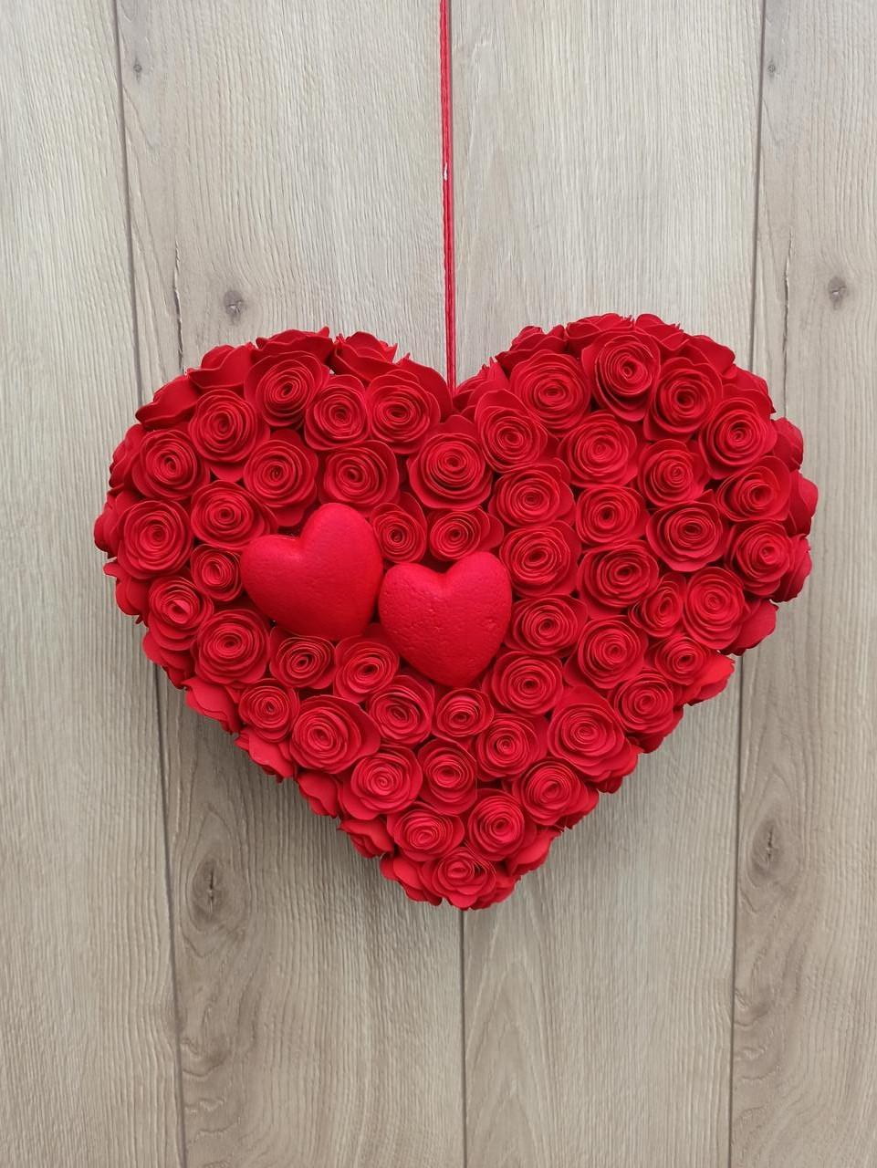 Червоне серце з троянд