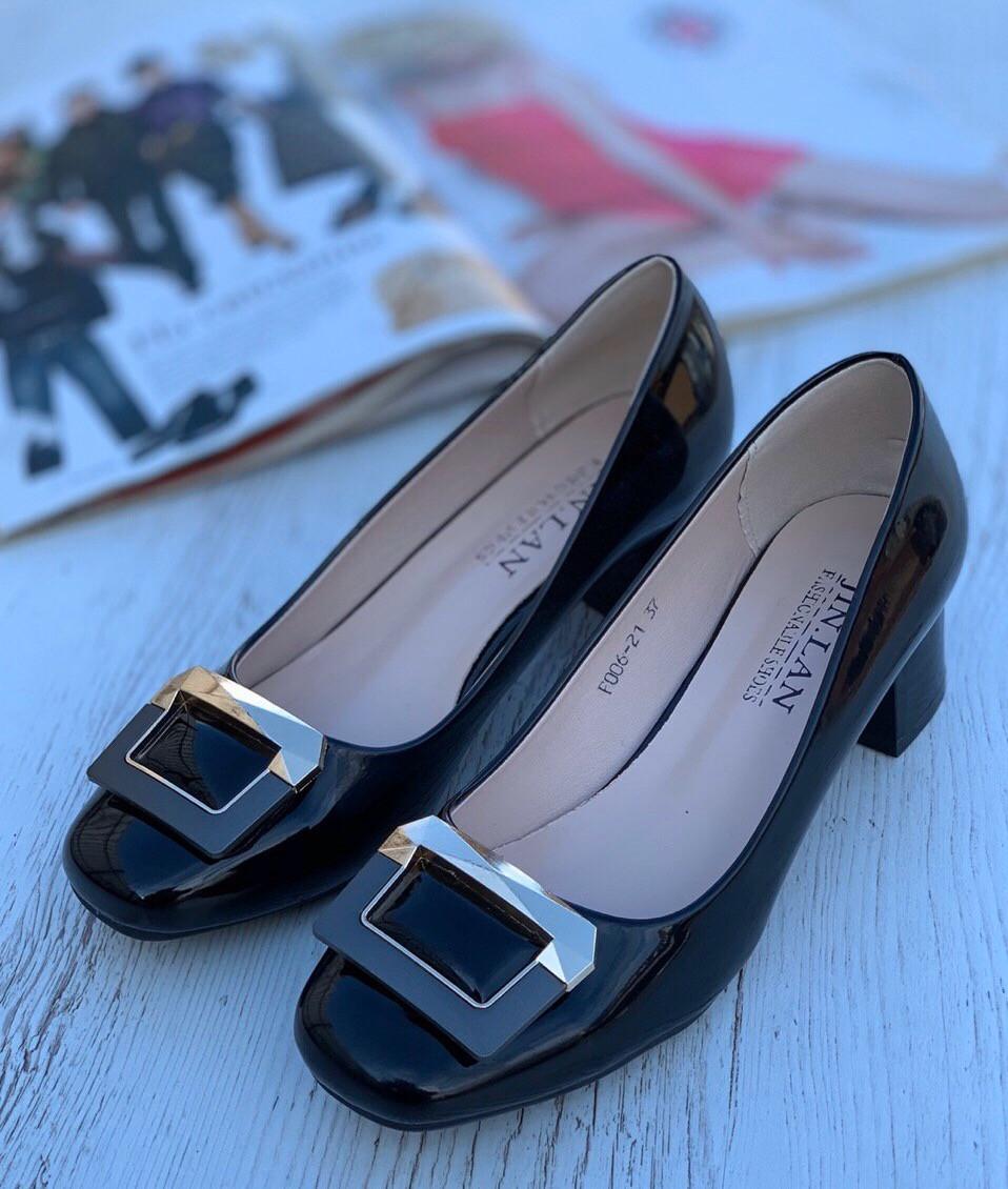 Туфли женские 8 пар в ящике черного цвета 36-41