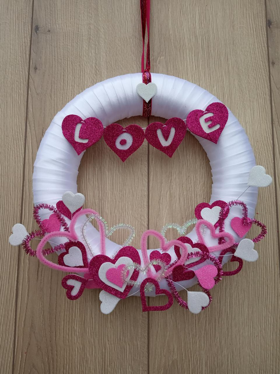 Рожево-білий вінок з серцями  на двері, стіну до дня святого Валентина