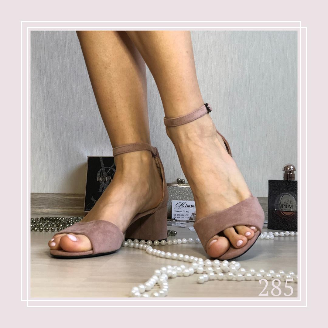 Женские босоножки на низком каблуке, пудра экозамша