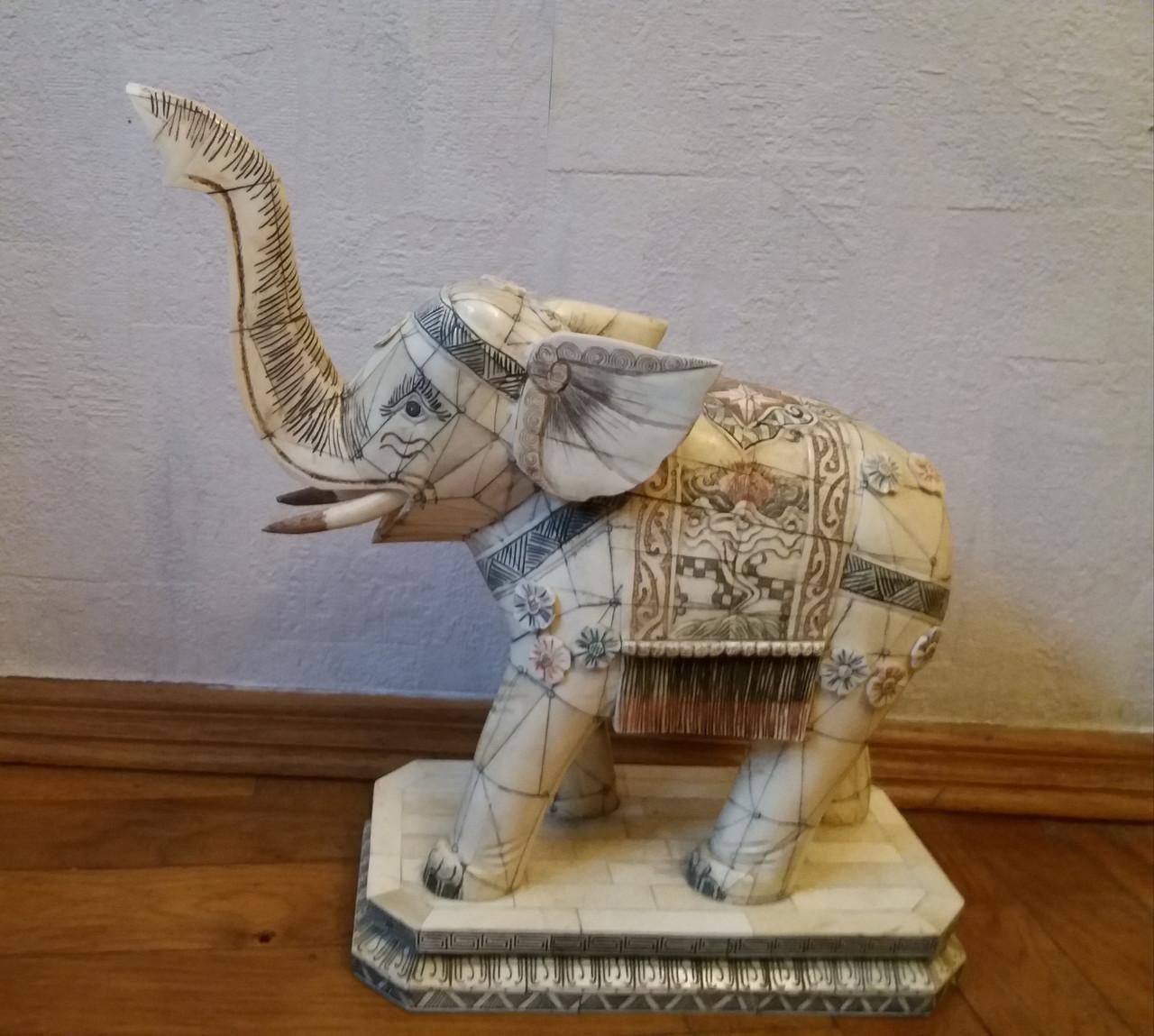 Слон 1-я підлог.ХХ століття слонова кістка