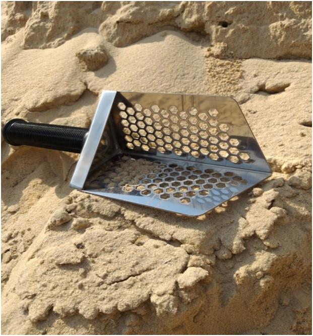 Пляжний совок (скупий) Scoop triangle ➜товщина 1.5 мм ➜отвір 7мм ➜размер100×140 мм