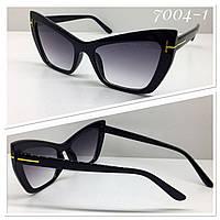 Фигурные солнцезащитные женские очки  Tom Ford   черные