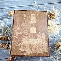 Коробка для упаковки подарка мужчине в морском стиле.
