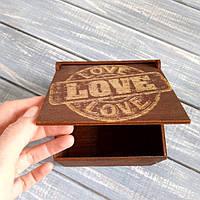 Компактная коробка для подарка мужчине Love. Подарочные коробки для мужчин.