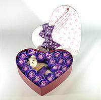 Подарочный набор в форме сердца с розами из мыла и плюшевым медведем фиолетовый