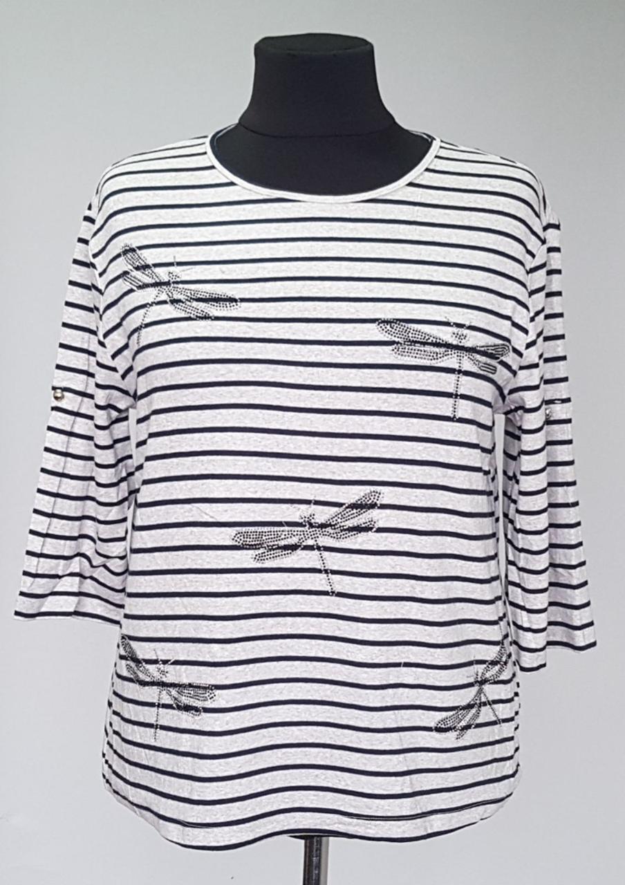 Женская кофта в полоску с изображением на груди стрекоз