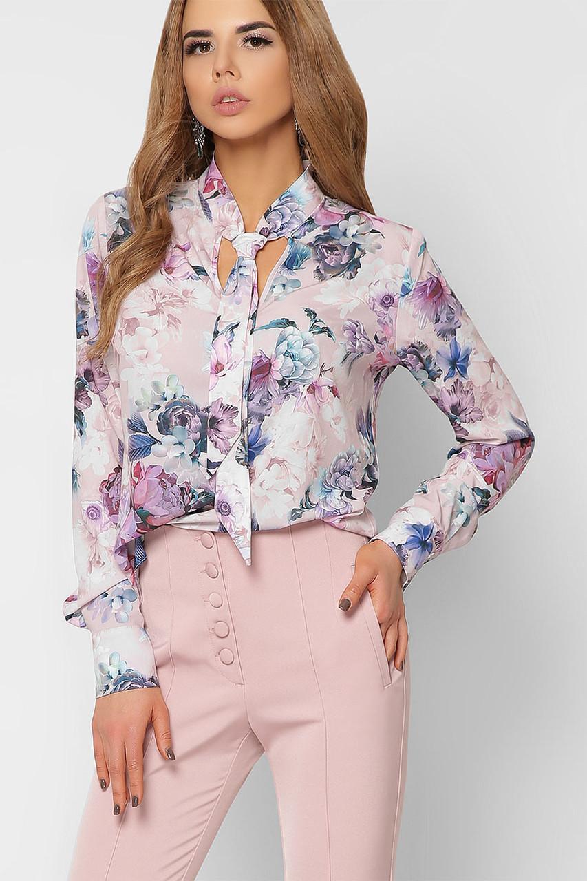 Красивая блузка с галстуком и цветочным принтом