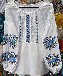 Нарядная белая вышиванка с голубыми цветами