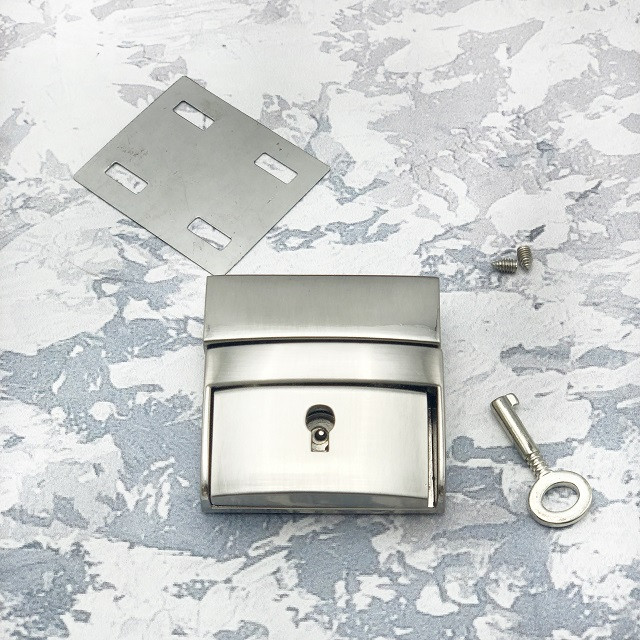 Замок портфельный серебро с ключиком 42 мм * 42 мм