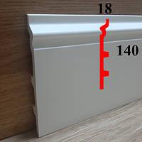 Полиуретановый напольный плинтус грунтованный под покраску 18х140, длина 2,44