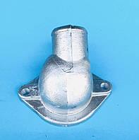 Патрубок выпускной водяной рубашки верхнийили крышка корпуса термостата ЗИЛ-130 верхняя/ 130-1303014-Б2